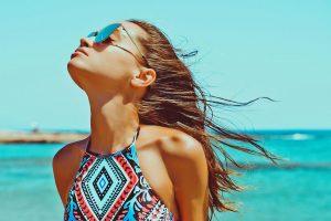 Ήλιος: Ποιες ώρες της ημέρας είναι πιο επικίνδυνος για τα μάτια μας;